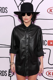 Lady Gaga attended the YouTube Music Awards wearing a Gilding Primal Instinct dental cuff bracelet (which she didn't hesitate to wear inside her mouth later!).