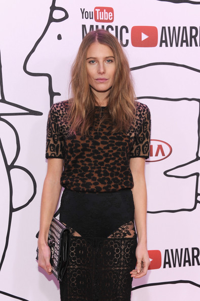 More Pics of Dree Hemingway Long Wavy Cut (1 of 5) - Long Wavy Cut Lookbook - StyleBistro