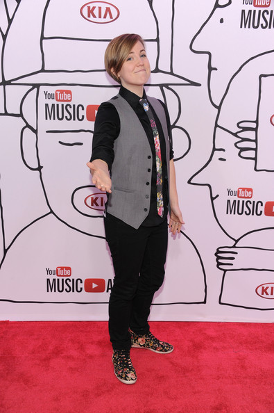 More Pics of Hannah Hart Side Parted Straight Cut (1 of 5) - Hannah Hart Lookbook - StyleBistro