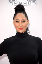 Tracee Ellis Ross worked a funky top knot at the American Music Awards.