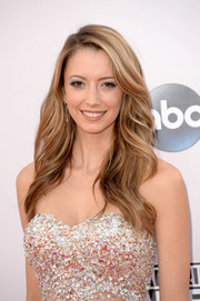 Taryn Southern attended the American Music Awards wearing this gorgeous wavy hairstyle.