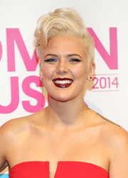 Betty Who wore a cute and cool wavy fauxhawk to the Billboard Women in Music luncheon.