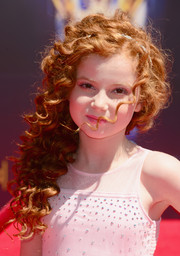 Francesca Capaldi looked downright darling wearing this curly side sweep at the Creative Arts Emmy Awards.