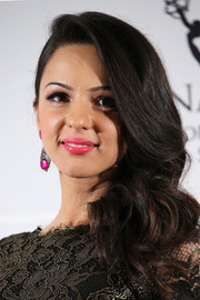 Annet Mahendru looked sweet and pretty with her curly side sweep at the International Emmy Awards.