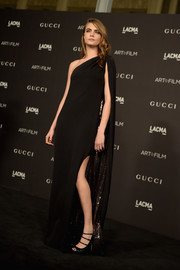 Cara Delevingne paired her elegant dress with strappy black peep-toe pumps.