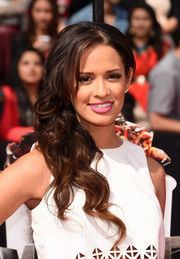 Rocsi Diaz sweetened up her look with this curly side sweep during the MTV Movie Awards.