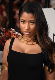Nicki Minaj opted for a simple side sweep when she attended the MTV Movie Awards.