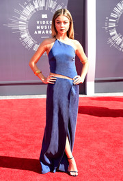 For the 2014 VMAs, Modern Family's Sarah Hyland wore a blue Kaufmanfranco dress paired with Stuart Weitzman shoes. She carried a Jimmy Choo clutch and wore Lorraine Schwartz jewelry.