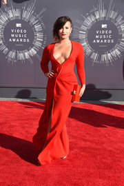Demi Lovato stunned in all red, wearing a low-cut, long sleeved Lanvin dress. She paired it with a scarlet minaudiére.