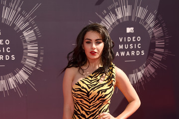 Charli XCX Goes Wild In a Jumpsuit at the 2014 MTV VMAs