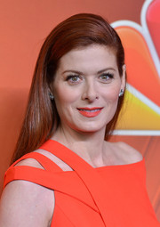 Debra Messing wore a simple yet elegant long side-parted hairstyle at the NBC Upfront Presentation.