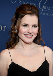 Geena Davis looked charming wearing spiral curls in a half-up style at the Princess Grace Awards Gala.