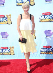 Julianne Hough brought a whiff of summer to the Radio Disney Music Awards with this tricolor Elle Sasson dress.