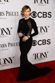 Vera Farmiga looked dramatic at the Tony Awards in a figure-hugging black Stella McCartney gown with sheer, curvy panels and a long train.