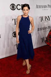 Sarah Greene chose a simple yet stylish blue halter dress by Thakoon for the Tony Awards.