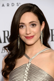 Emmy Rossum wore her hair down with a side part and sculpted waves during the Tony Awards.