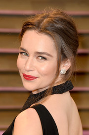 Emilia Clarke sported a messy-sexy updo at the Vanity Fair Oscar party.