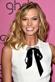 Karlie Kloss accessorized with a pair of diamond chandelier earrings that echoed the embellishments on her dress.
