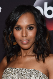 Kerry Washington attended the ABC Upfront event looking pretty with her shoulder-length waves.