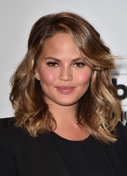 Chrissy Teigen looked fab with her high-volume waves and side-swept bangs at the Billboard Music Awards finalists press conference.