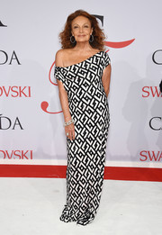 Diane von Furstenberg looked fabulous in her own design during the CFDA Fashion Awards, a black-and-white off-the-shoulder gown rendered in a visually exciting geometric pattern.