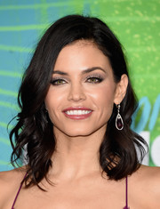 Jenna Dewan-Tatum sported a sweet wavy 'do at the CMT Music Awards.