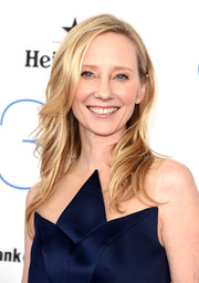 Anne Heche wore a fabulous feathery hairstyle during the Film Independent Spirit Awards.
