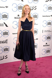Anne Heche paired her cute dress with chic black strappy pumps.