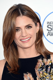 Stana Katic looked simply lovely with her face-framing, flippy 'do at the Film Independent Spirit Awards.