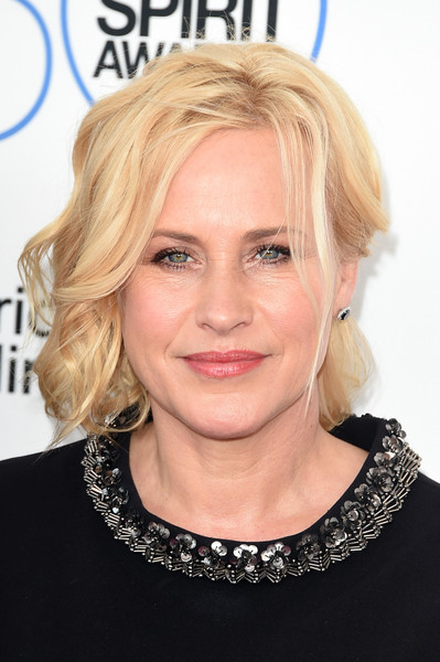 Patricia Arquette wore a very loose, messy-chic updo at the Film Independent Spirit Awards.