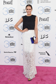 Louise Roe looked statuesque and sophisticated in her Monique Lhuillier lace skirt and sleeveless top combo.