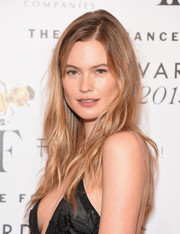 Behati Prinsloo made bed head look so alluring when she wore this 'do to the Fragrance Foundation Awards.