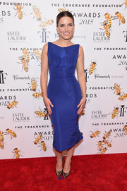 Sophia Bush looked simply elegant at the Fragrance Foundation Awards in a structured royal-blue sheath dress by Zac Posen.