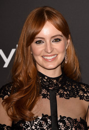 Ahna O'Reilly looked very pretty with her boho-glam center-parted waves at the InStyle and Warner Bros. Golden Globes party.
