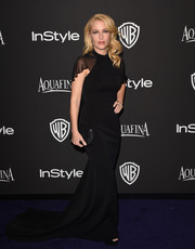 For the InStyle and Warner Bros. Golden Globes party, Gillian Anderson chose a black gown that was understated yet dramatic with its long train and fluttery capelet.