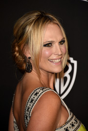 Molly Sims was sexily coiffed with this loose bun with center-parted bangs at the InStyle and Warner Bros. Golden Globes party.