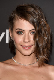 Willa Holland wore trendy-glam asymmetrical waves to the InStyle and Warner Bros. Golden Globes party.