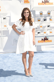 Molly Tarlov was demure and sweet in a textured white off-the-shoulder dress during the MTV Movie Awards.