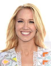 Anna Camp had fun with her beauty look, putting on a smoky application of purple eyeshadow.