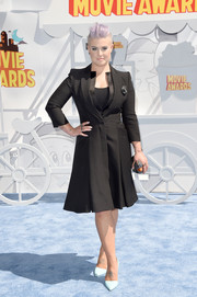 Kelly Osbourne got all polished up in a seriously elegant black Alexander McQueen coat dress for the MTV Movie Awards.