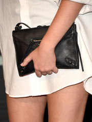 Noah Cyrus attended the 2015 MTV VMAs carrying an edgy-chic black envelope clutch.