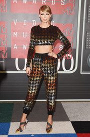 Taylor Swift displayed her super-taut abs in a houndstooth-sequined crop-top by Ashish at the MTV VMAs.