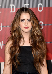 Laura Marano attended the MTV VMAs sporting big mermaid waves.