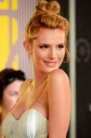 Bella Thorne swept her hair up into a messy-glam top knot for the MTV VMAs.