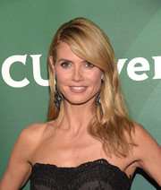 Heidi Klum attended the NBCUniversal Summer Press Day wearing a side-parted style with barely-there waves.