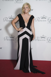 Jane Krakowski chose a plunging black-and-white geometric-print gown by Bibhu Mohapatra for her Princess Grace Awards Gala look.