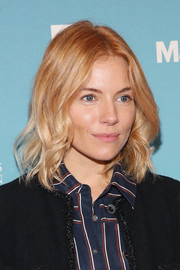 Sienna Miller sported a cute wavy hairstyle during day 2 of the 2015 Social Good Summit.