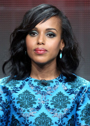 Kerry Washington finished off her beauty look with a glossy red lip.