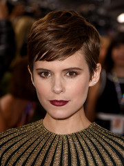 Kate Mara finished off her look with a sexy red lip.