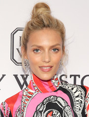 Anja Rubik pulled her hair up into a messy top knot for the amfAR Inspiration Gala.